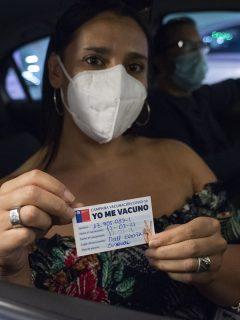 Chile se convirtió este martes en el país que más rápido está aplicando las vacunas contra la coronavirus en todo el mundo.