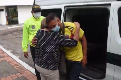 Rafael Salazar, estudiante de la Universidad que duró 10 meses desaparecido, reencontrándose con su mamá