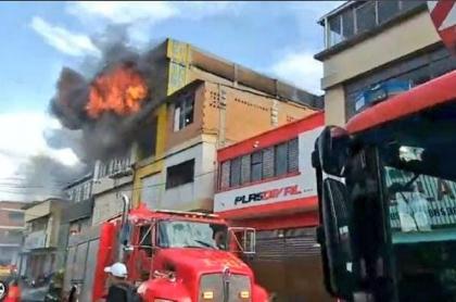 Un hombre de 60 años murió en un fuerte incendio registrado este 16 de febrero en Cali.