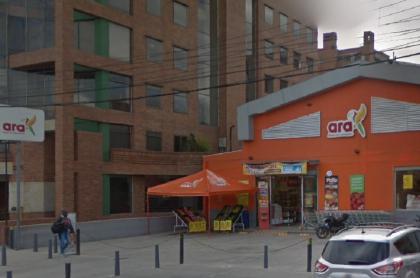 Supermercado Ara de Bogotá, ilustra nota sobre ofertas de empleo en Ara, salarios y otros detalles de las vacantes.
