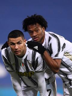 Foto de Cristiano Ronaldo y Juan Guillermo Cuadrado ilustra nota sobre sus sueldos y valor en el mercado