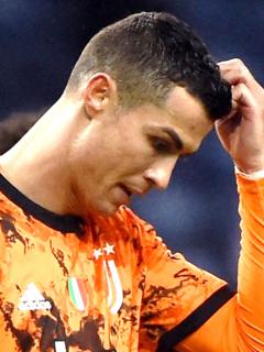 Porto vence 2-1 a Juventus en octavos de final de Champions League. Ronaldo reclamó un penalti al final.