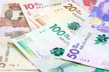 Foto de billetes ilustra nota sobre ¿cómo identificar un billete falso?; Banco de la República