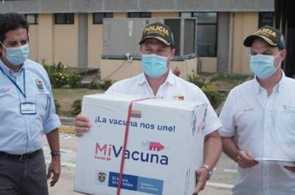 Gobernador de Sucre y alcalde de Sincelejo hacen entrega de las primeras vacunas