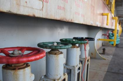 Foto de tanque de agua ilustra nota sobre cortes de agua en Bogotá hoy: ¿qué barrios se quedarán sin agua?