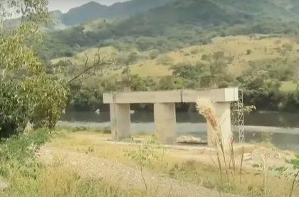 Obra del puente abandonada en Casanare