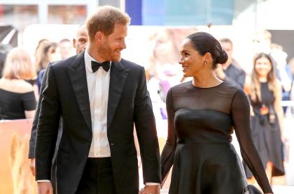 Foto del príncipe Harry y Meghan Markle, a propósito de que tendrán bebé arcoíris