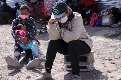 Imagen de familia de migrantes venezolanos ilustra artículo Caen peticiones de asilo de colombianos y venezolanos a la Unión Europea