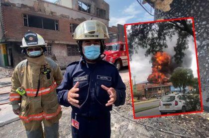 Bomberos de Bogotá, alertando sobre la situación en zona que sufrió un incendio.