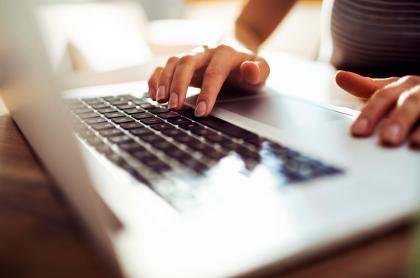 Foto de computador ilustra nota sobre 'Freelance': cuáles son las plataformas para trabajar como independiente