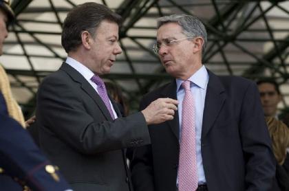 Falsos positivos: Uribe no le echó el agua sucia a Santos