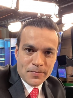 Juan Diego Alvira, presentador de Caracol Noticias, se burla de su meme.