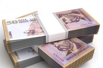 Billetes de 50 mil pesos colombianos ilustran nota sobre resultados de la lotería de Bogotá, la de Quindío y chances de febrero 18.