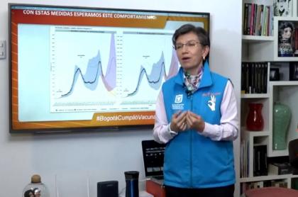 Claudia López hablando de las nuevas medidas en Bogotá ahora sin pico y cédula