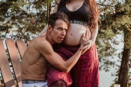 Rigoberto Urán esperando el nacimiento de su hija Carlota, que se adelantó y lo obligó a dejar el Tour de los Emiratos Árabes