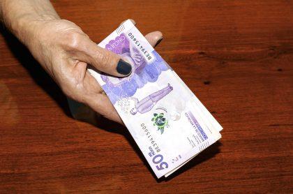 Imagen con billetes de 50.000 pesos, que ilustra la falsificación de dinero.