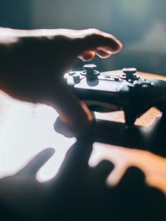 Foto de un control ilustra nota sobre 'Call of Duty Black Ops Cold War y Warzone': nuevas armas, modos de juego y más
