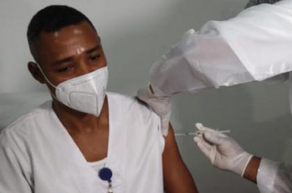 A Quibdó (Chocó) llegaron 144 dosis de vacunas de Pfizer contra el COVID-19. La idea es inmunizar a todo el país.