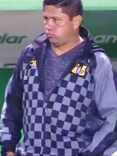 Deportivo Cali empata 1- con Alianza Petrolera en Liga Betplay y sigue líder. Imagen de Wilson Gutiérrez, técnico de Alianza.