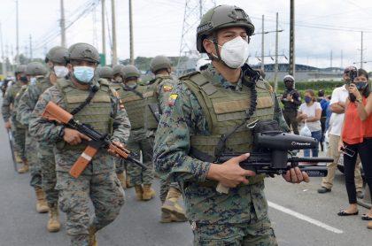 Fuertes motines en tres diferentes cárceles de Ecuador dejan al menos 62 presos muertos.