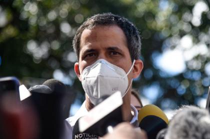 El líder opositor venezolano Juan Guaidó fue sancionado por la Contraloría de ese país.