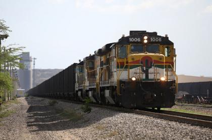 Imagen de tren de Cerrejón ilustra artículo Cerrejón reduce personal en Colombia, con retiro voluntario, por líos económicos