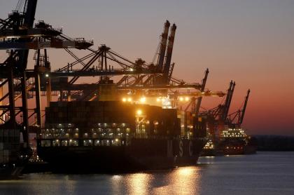 Imagen del puerto de Hamburgo (Alemania) ilustra artículo Histórica incautación de 23 toneladas de coca en Europa, enviadas desde América