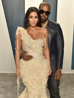 Foto de Kim Kardashian y Kanye West, a propósito de holograma de Rob Kardashian