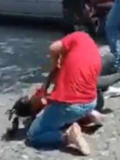 Dos mujeres, trabajadoras de una marca de telefonía móvil, protagonizaron una bochornosa pelea en Santa Marta por 20.000 pesos.