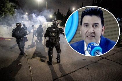 Néstor Morales sobre imagen de protestas en Bogotá ilustra nota sobre respuesta que le dio a manifestante de Bogotá que le pidió informarse sobre armas
