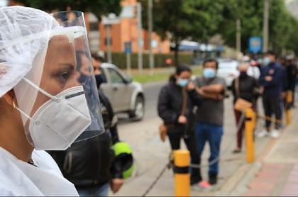 Se mantienen las medidas de distanciamiento y bioseguridad por la pandemia de COVID-19 en Colombia.