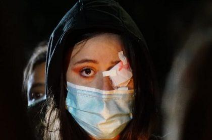 Una de las manifestantes que protestó este jueves 25 de febrero en Bogotá.