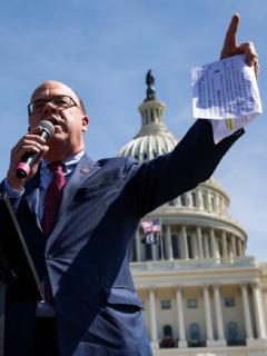 El representante Jim McGovern criticó la actitud del gobierno Duque respecto a las denuncias y sugerencias respecto a Colombia, y pidió que Biden las tenga en cuenta.