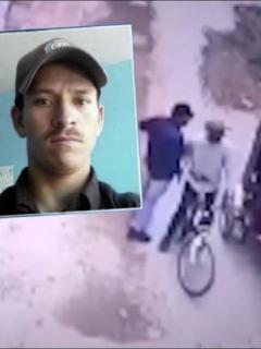 Momento en que dos hombres atracan y asesinan a un bicitaxista en Bosa, en el sur de Bogotá