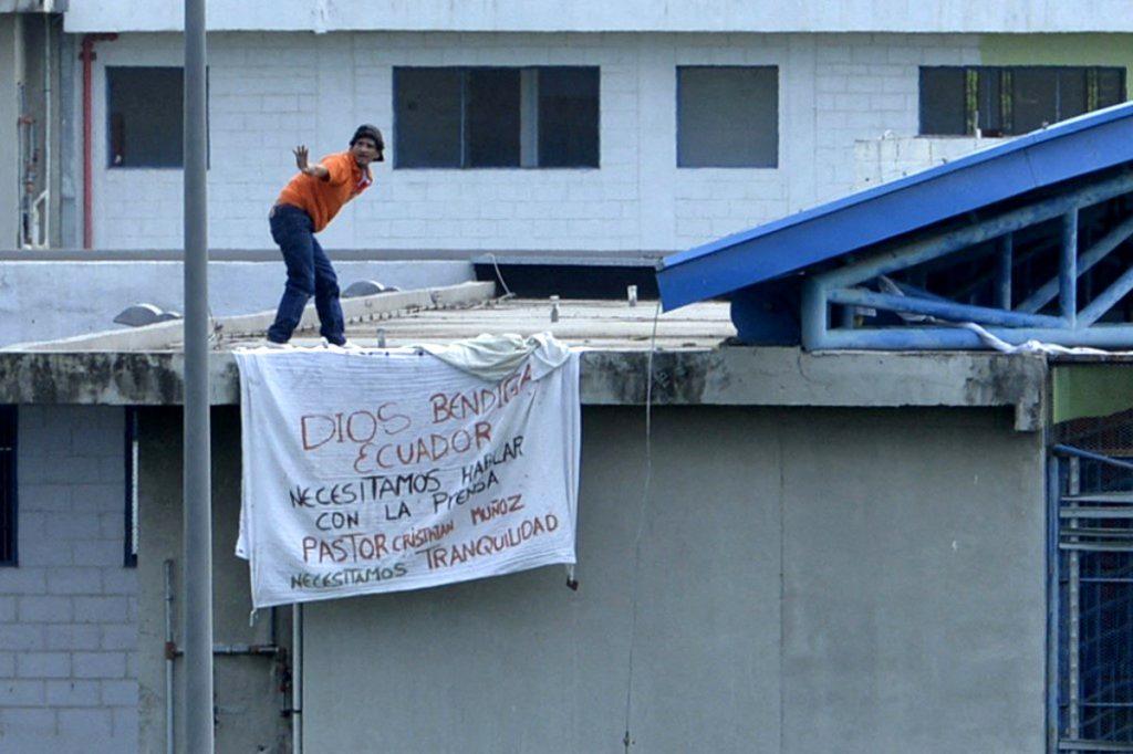 AFP / Prisionero amotinado en cárcel de Ecuador.