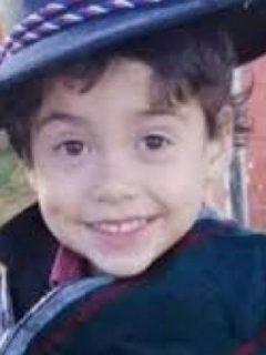 Tomás Bravo, niño de 3 años, fue encontrado muerto en una zanja cerca del río Caripilun, ubicado en Lebu (Chile).  Su tío es el principal sospechoso.