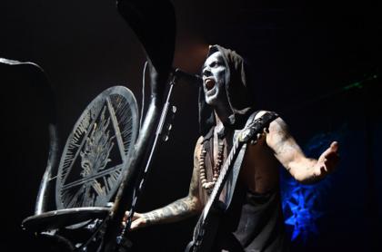 Adam Darski, más conocido como Nergal, fundador de Behemoth, enfrenta hoy en Polonia un juicio por blasfemia. El músico deberá pagar 3.300 euros.