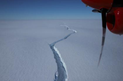Iceberg gigantesco se desprende en la Antártida