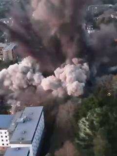 Captura de pantalla de video de explosión controlada de bomba de la Segunda Guerra Mundial, en Inglaterra