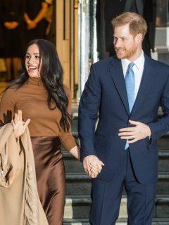 Foto de Meghan Markle y el príncipe Harry, a propósito de crítica de expertos de la realeza
