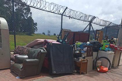 Imagen del desalojo de venezolanos en una casa en Cundinamarca.