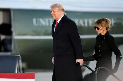 El expresidente Donald Trump y la ex primera dama, Melania Trump, se habrían vacunado en secreto contra el coronavirus causante del COVID-19.