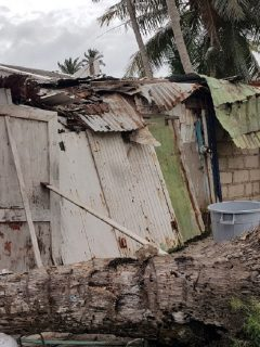Casa destruida en San Andrés y Providencia ilustra nota sobre reporte de construcción de la isla, tras el huracán Iota.