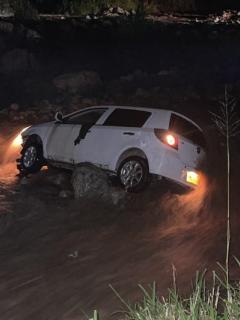 Imagen de carro en el que se transportaba cónsul de Panamá en Colombia, que fue arrastrado por un río en Huila