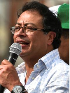 Roy Barreras, que dijo que competirá con Gustavo Petro en consulta presidencial, y el líder de la Colombia Humana