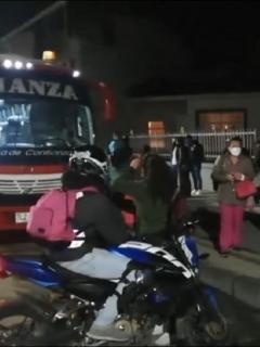 Imagen del bus en el que atracaron a pasajeros en Tocancipá, Cundinamarca, y la Policía capturó a dos hombres