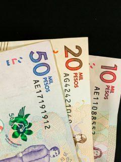 Imagen de dinero colombiano, a propósito de la propuesta en el cambio de impuestos.