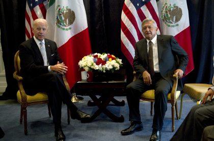 Foto de Joe Biden y Manuel López Obrador, a propósito de vacunas COVID-19