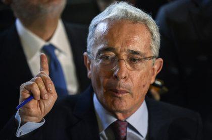 Foto de Álvaro Uribe, a propósito de su caso con la Fiscalía
