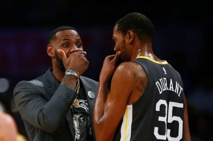 Foto de LeBron James y Kevin Durant ilustra nota sobre NBA All Star 2021